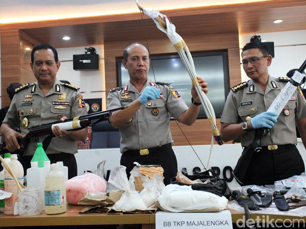 Polisi Rilis Barang Bukti Jaringan Teroris Majalengka