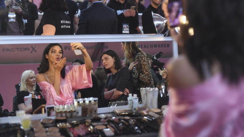 Foto: Ini Persiapan Model Cantik Victorias Secret Sebelum Fashion Show