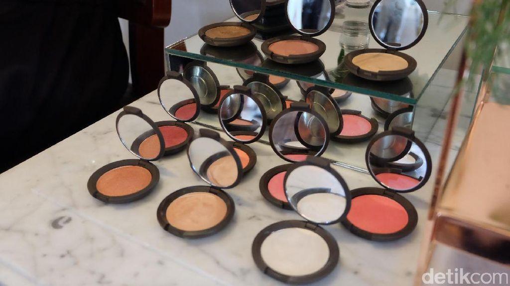 Kosmetik Becca Rilis di Indonesia Membawa Beragam Produk Highlighter