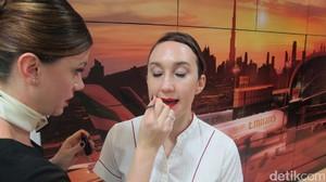 Potret Kelas Make Up Pramugari Emirates