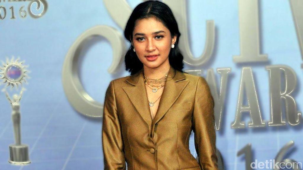 Mikha Tambayong Luncurkan Lagu Tentang Cinta