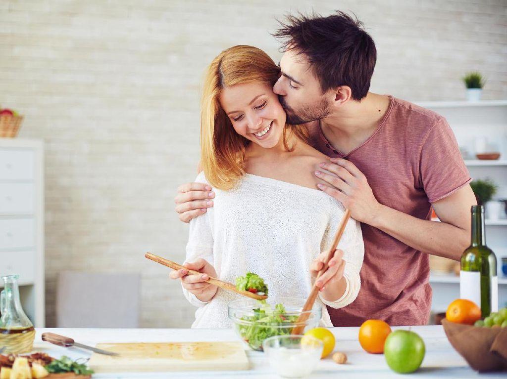 Ini yang Perlu Dilakukan Suami Istri untuk Menjaga Kemesraan