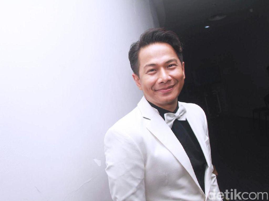 Delon Diceraikan Yeslin Wang karena Sering ke Kasino?