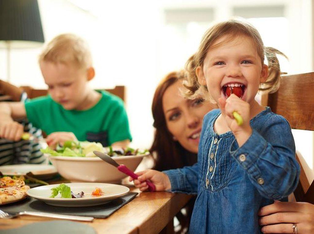 Rutin Sarapan Bersama Orang Tua Bisa Tingkatkan Kepercayaan Diri Anak