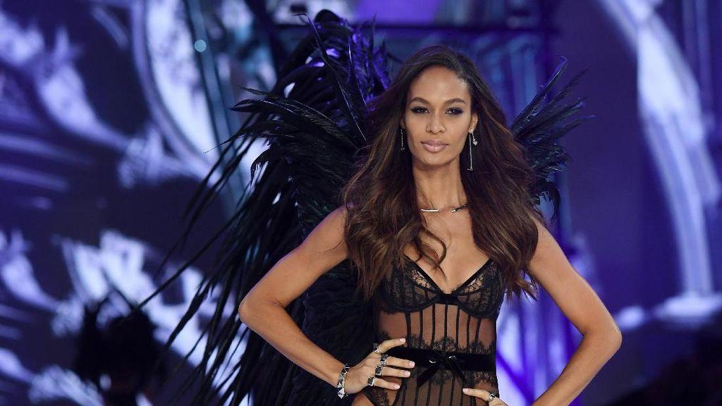 Model Victorias Secret Ini Mengaku Suka Pakai Celana Boxer Pria