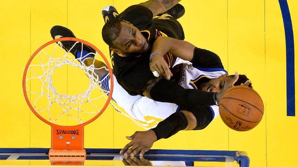 LeBron Enggan Bayangkan Cavs Akan Rematch dengan Warriors di Final NBA