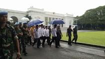 Setelah Jaket Bomber, Kini Payung Jokowi Dicari Netizen