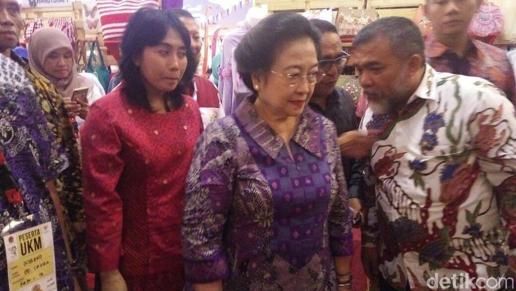 Ada Megawati dalam Pameran Kerajinan di Gedung Smesco