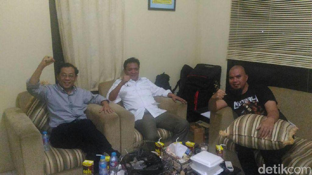 Ini Penampakan Ahmad Dhani dan Sri Bintang di Sela Pemeriksaan di Mako Brimob