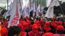Massa Buruh Berkumpul di Tugu Tani, Sebagian Bubar Usai Nyanyi Indonesia Raya