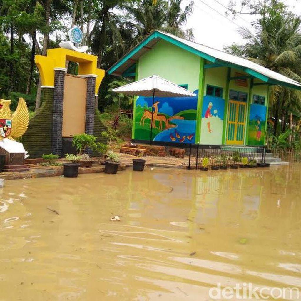 Diguyur Hujan Semalam, Banjir dan Longsor Landa Pacitan