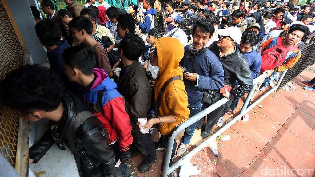 Tiket Indonesia vs Vietnam Dilaporkan Sudah Habis Terjual, Suporter Masih Setia Antre