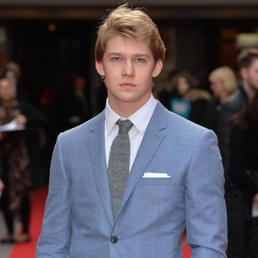 Joe Alwyn Tak Pede Jadi Karakter Utama di Billy Lynns Long Halftime Walk