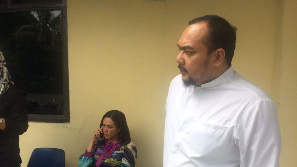 Ada Beda Keterangan Soal Beredarnya Foto Mulan Dampingi Dhani
