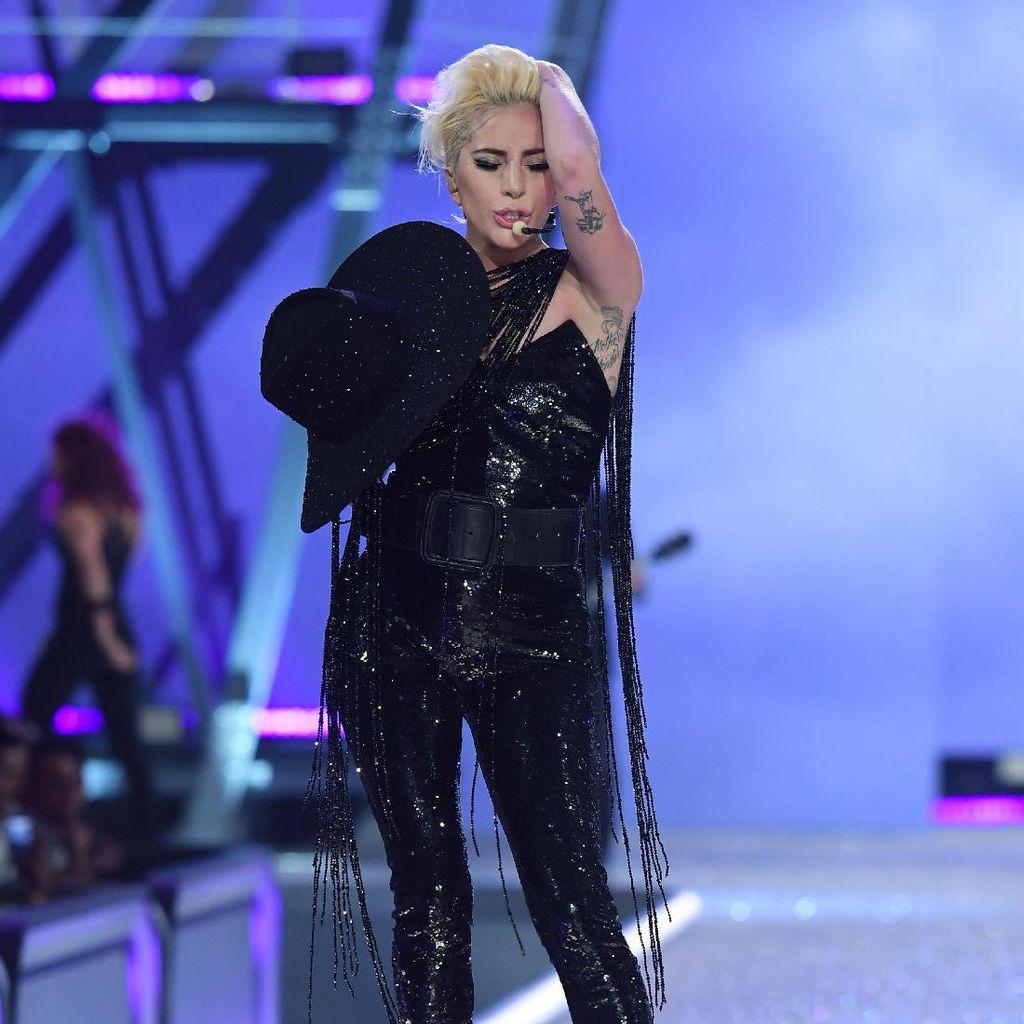 Masuk Studio Rekaman, Lady Gaga Siapkan Album Baru Lagi?
