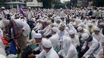 Gelar Sajadah, Massa Aksi Damai Putihkan Jl MH Thamrin Sampai Patung Kuda