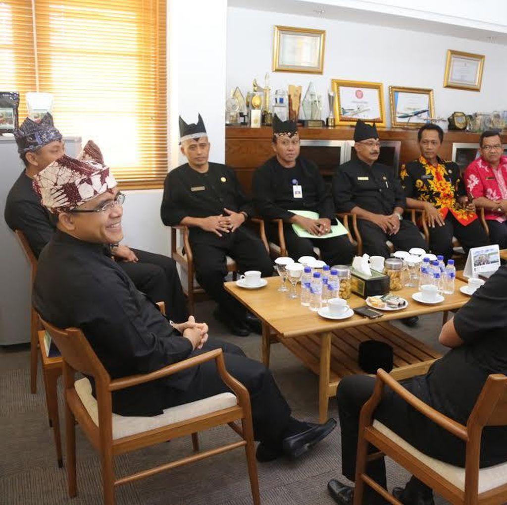 Undang Asosiasi Kepala Desa Banyuwangi, Bupati Anas: Semua Warga Miskin Harus Dilayani