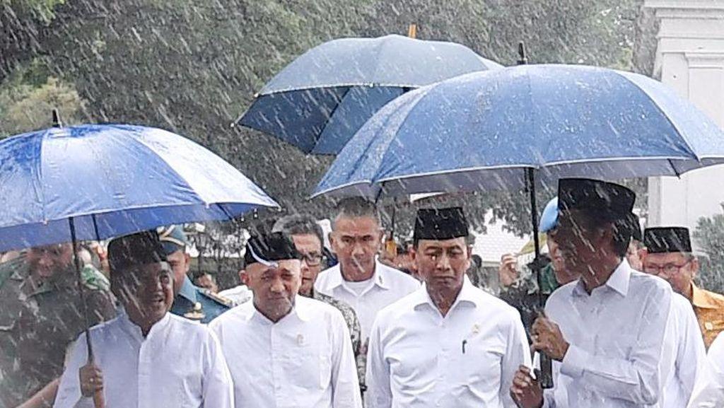 Cerita 212: Aksi Damai, Payung Jokowi, dan Penangkapan Tersangka Makar