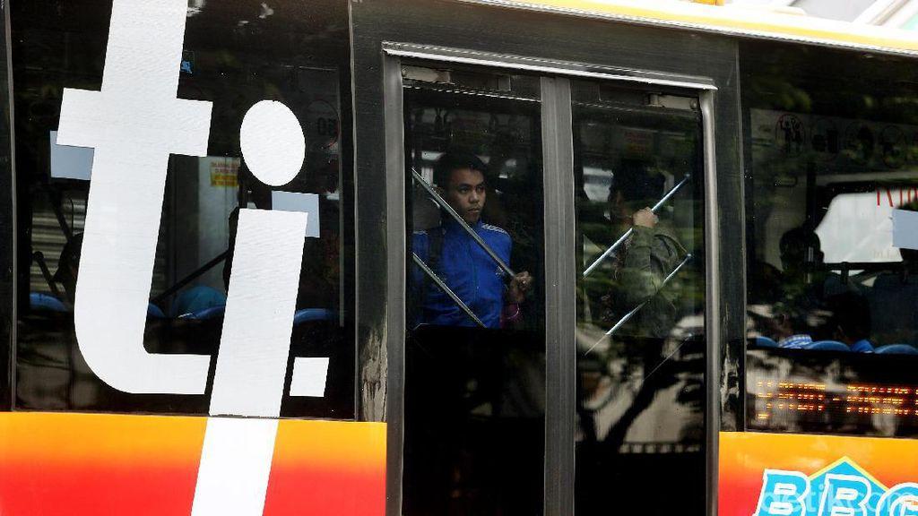 Bus TransJakarta Mogok di Dekat Halte Benhil Jakarta