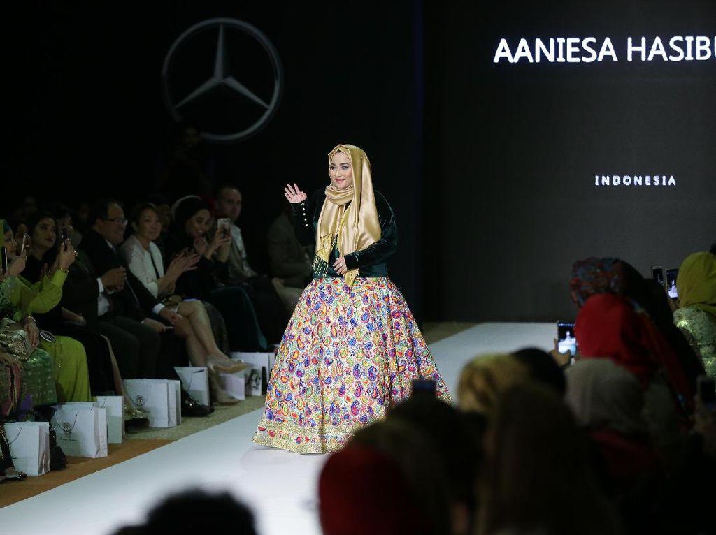 Sukses di NYFW, Anniesa Hasibuan Pamer Karya di Pekan Mode Doha
