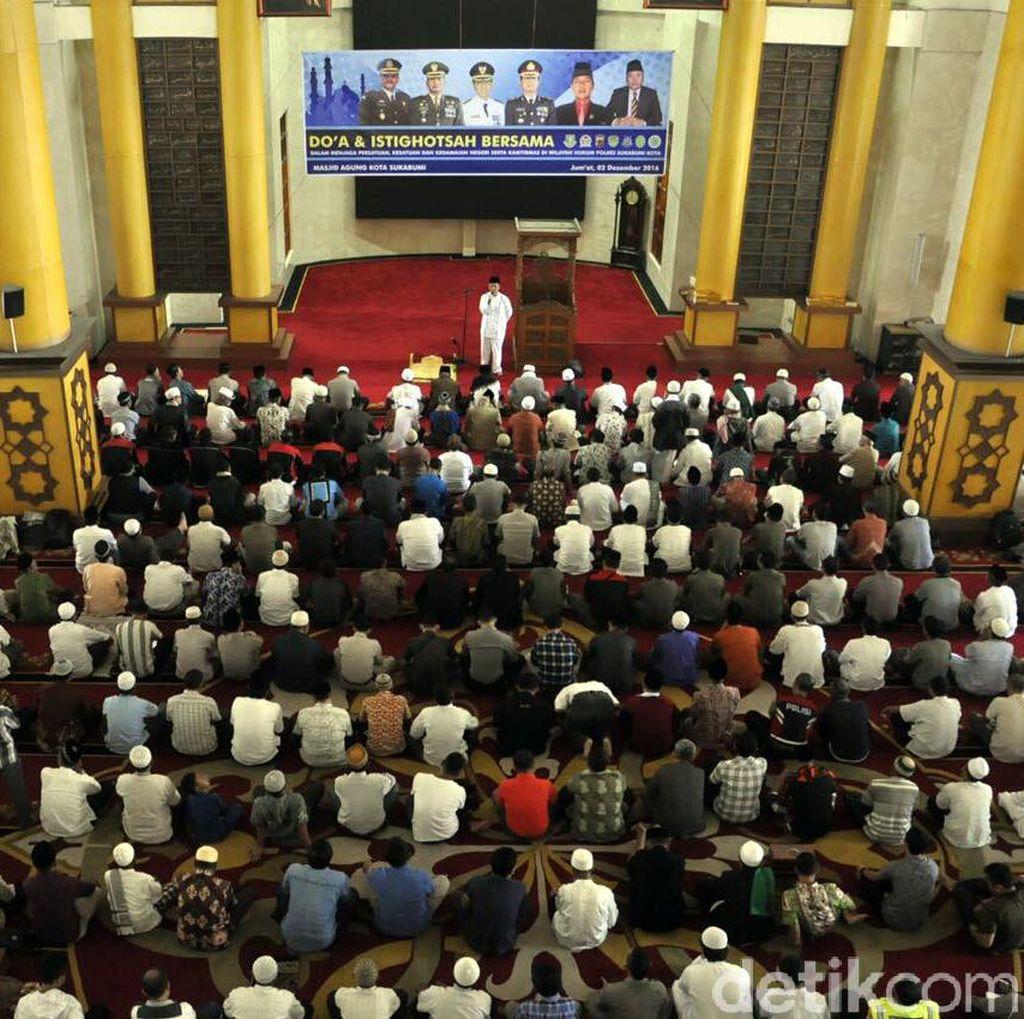 Doa Untuk Aksi Damai di Jakarta, Ribuan Warga Kota Sukabumi Gelar Istighosah