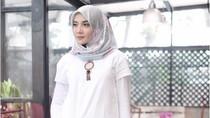 Foto: 6 Selebriti Hijab Indonesia yang Cantik Berbaju Putih