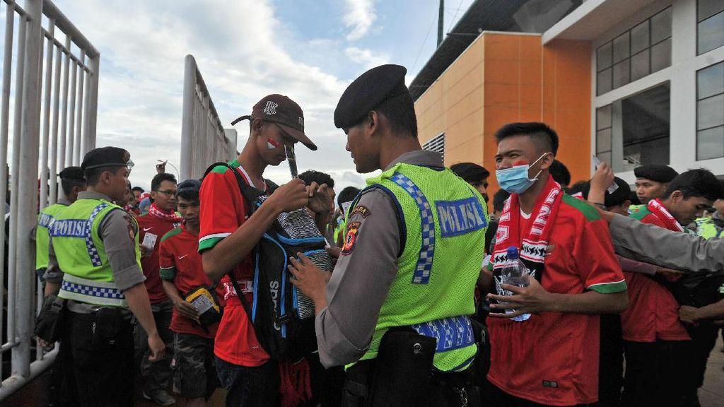 Tiba di Pakansari, Presiden Jokowi Disambut Suporter dengan Yel-yel