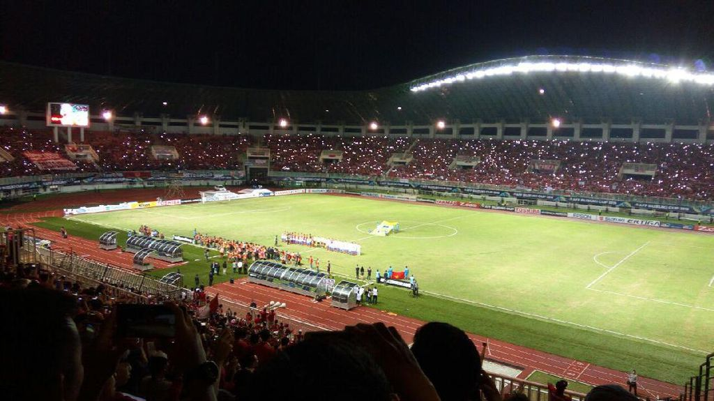 Jokowi dan Novanto Duduk Sebelahan Nonton Sepakbola Indonesia Vs Vietnam