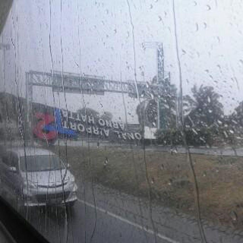 Begini Proses Evakuasi Reklame yang Roboh di Bandara Soekarno Hatta