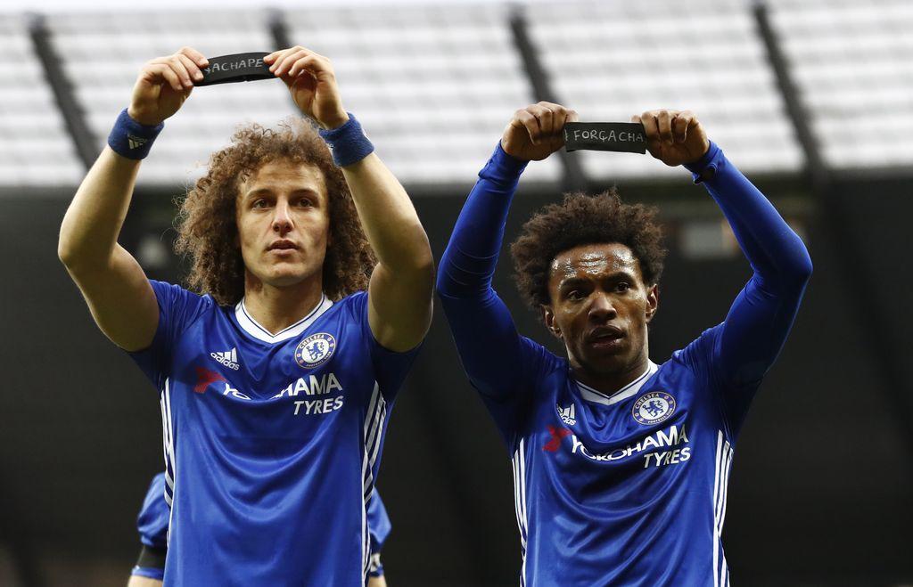 Willian bersama David Luiz (kanan) saat bek tersebut masih di Chelsea