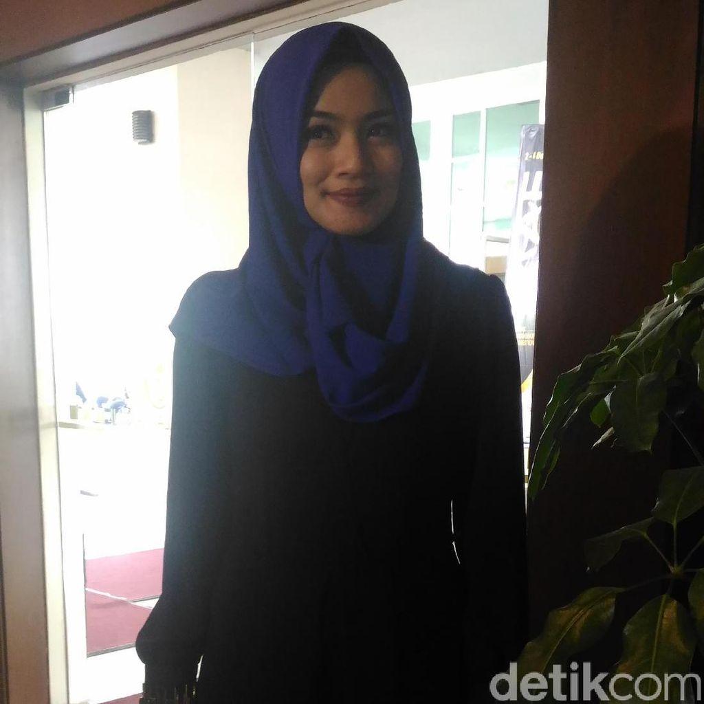 Sering Pakai Hijab untuk Pekerjaan, Titi Kamal Didukung Suami