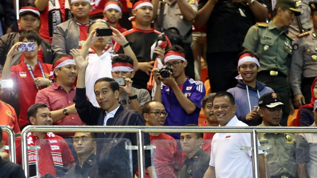 Jokowi Nonton Semi Final Piala AFF 2016