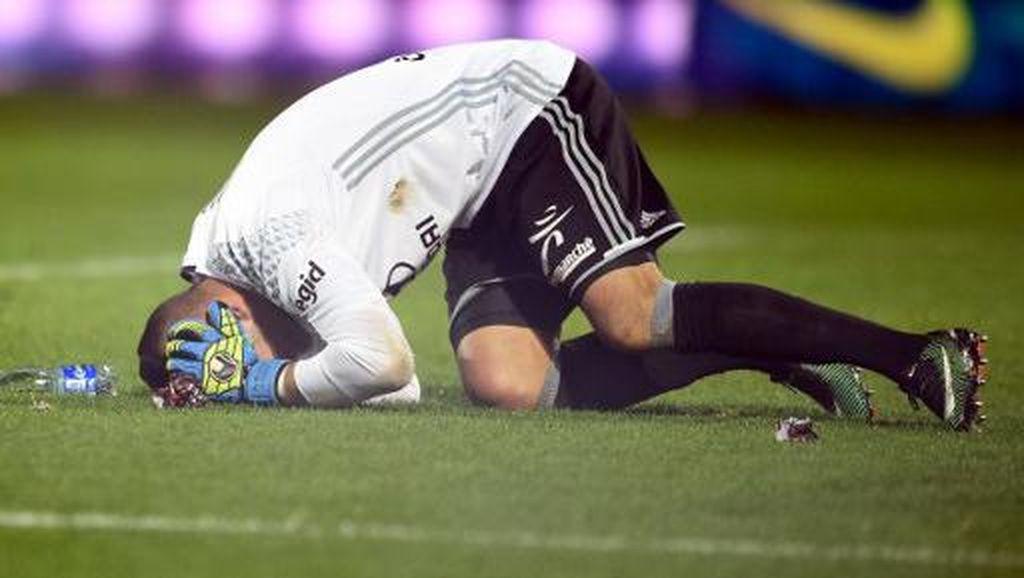 Sebuah Pertandingan di Ligue 1 Prancis Dihentikan Setelah Kiper Kena Petasan