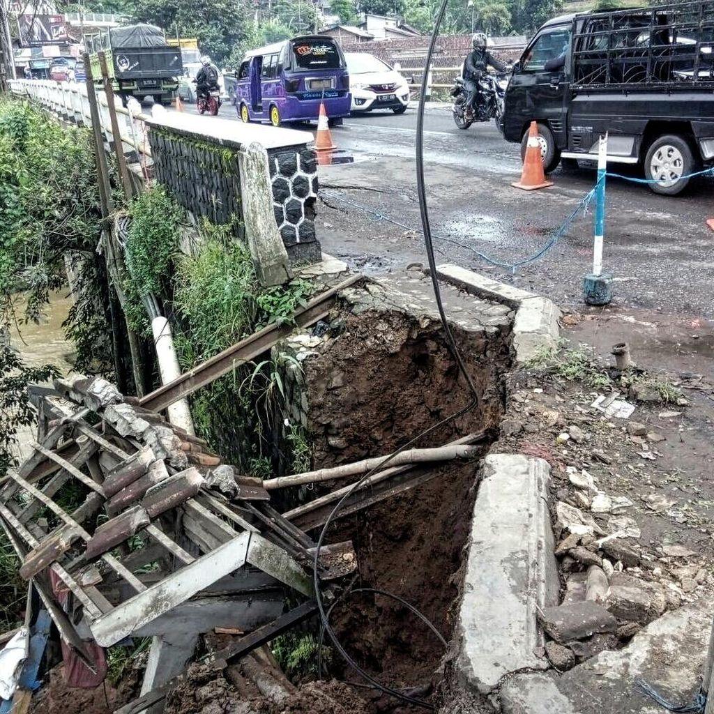Bahu Jembatan Pamuruyan Retak, Polisi Pasang Peringatan dan Siagakan Petugas