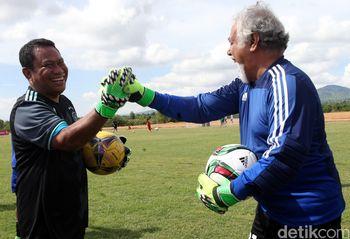 Fary Francis Tanding Bola dengan Xanana Gusmao