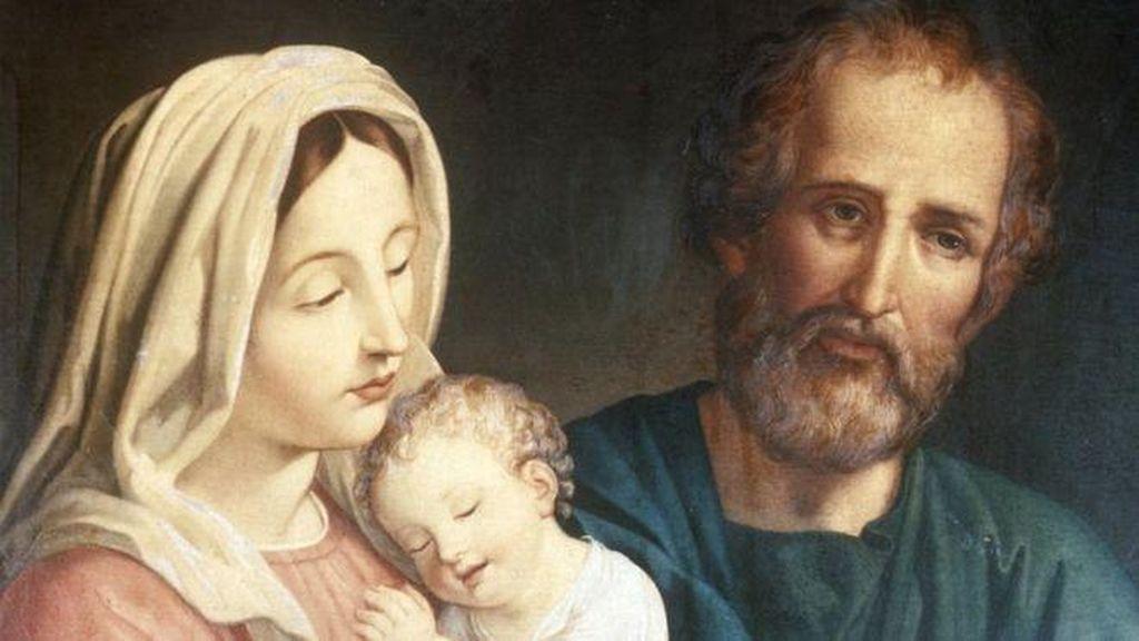 Patung Bunda Maria Diturunkan di Kota Publier Prancis
