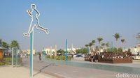 Jalanan di sebelah kanan, kemudian trek jogging lalu pantai di sebelah kiri pada foto ini (Afif Farhan/detikcom)