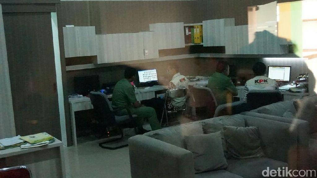 KPK Geledah Ruang Kerja Sekda Pemkab Jombang