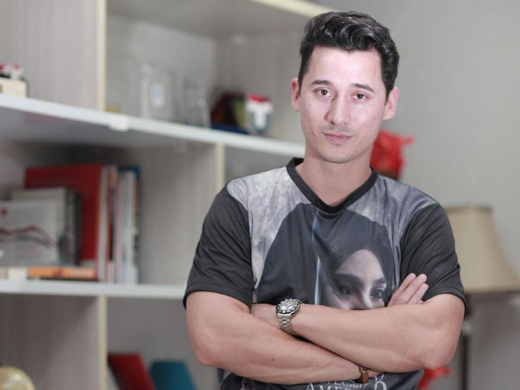 Tinggal di Rumah Aja, Nino Fernandez Pelihara Kumis