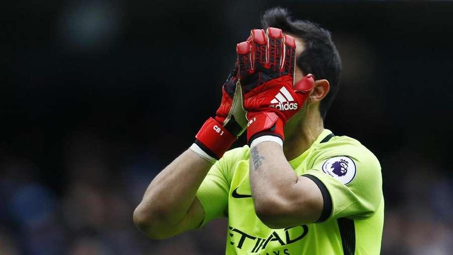 Claudio Bravo Takkan Bisa Bawa City Juara Liga Inggris Atau Liga Champions