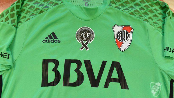 Jersey Hijau River Plate sebagai Penghormatan kepada Chapecoense