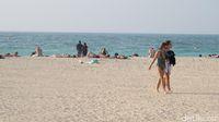 Turis di Pantai Jumeirah (Afif Farhan/detikcom)