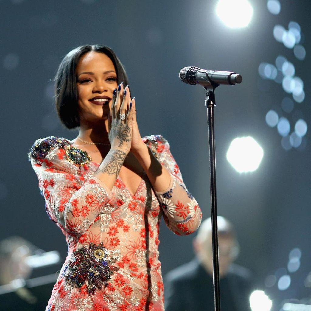 Jalan Bareng Lagi, Chris Brown dan Rihanna Balikan?