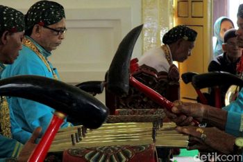 Gamelan Sekaten Keraton Yogyakarta Ditabuh
