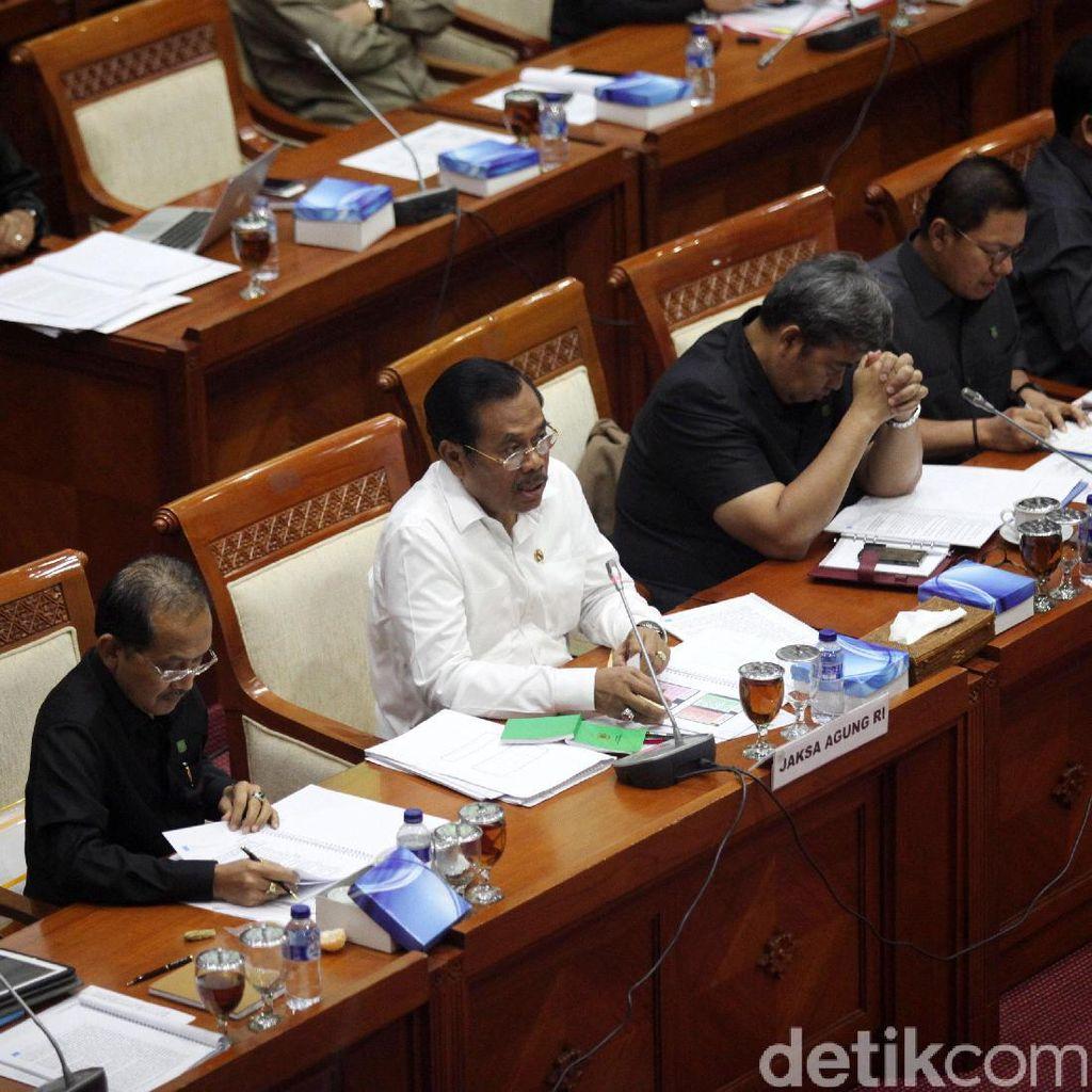 Hindari Praduga Macam-macam, Jaksa Agung Ganti 1 Jaksa di Sidang Ahok