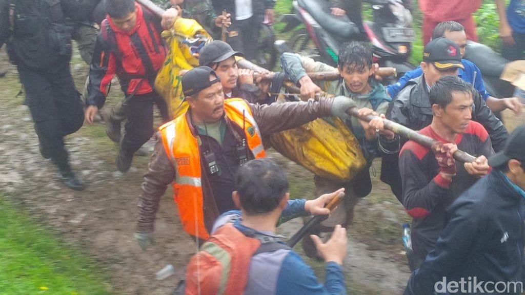 Begini Penampakan Evakuasi 17 Mahasiswa Binus dari Gunung Gede