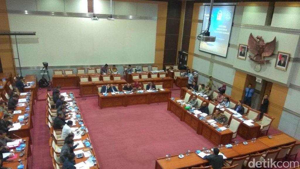 Di DPR, Jaksa Agung Beberkan Penanganan Cepat Perkara Ahok