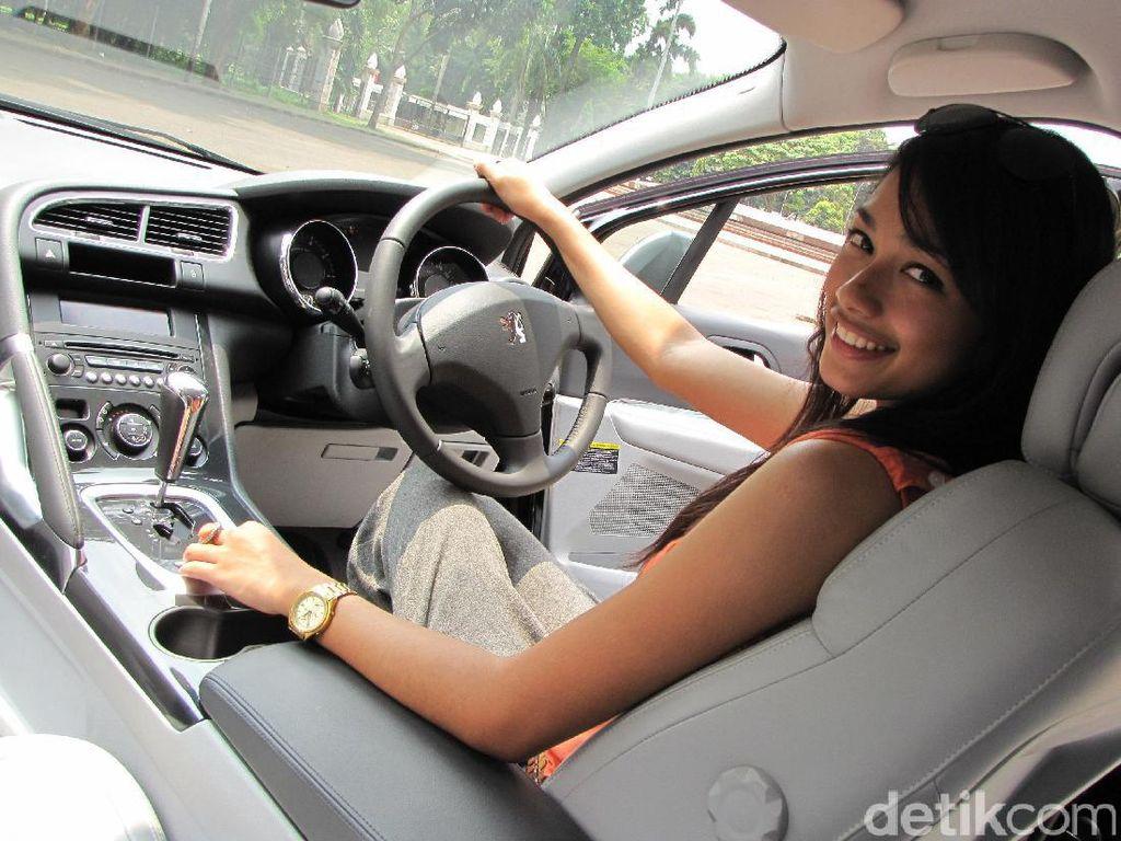 Psssttt....Kata Peneliti Lebih Aman Perempuan yang Bawa Mobil Dibanding Pria