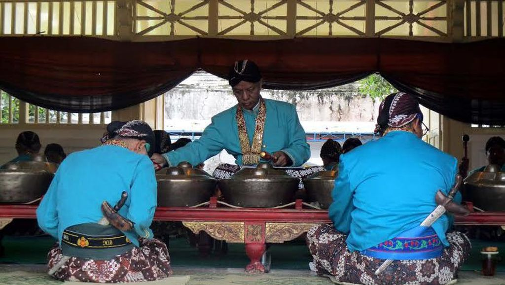 Menikmati Gamelan Sekaten Keraton Yogyakarta Sambil Menyantap Nasi Gurih