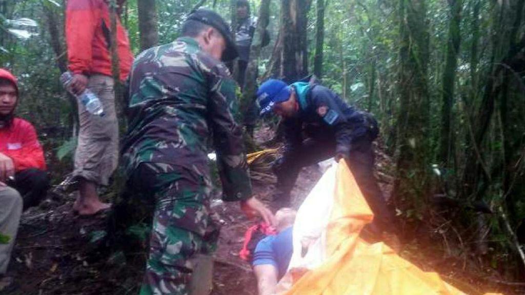Jenazah Mahasiswa Binus yang Tersesat di Gunung Gede Dijemput Keluarga